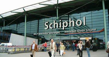تعطل في حركة الطيران بمطار شيخبول الهولندي بسبب اشتباه في تواجد سياره بلجيكيه بالمطار