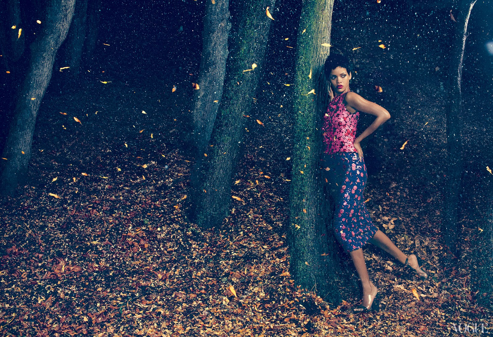 http://4.bp.blogspot.com/-sXNsf608_DI/UHwHzf4J-7I/AAAAAAAATVY/70PTbjh97LE/s1600/Rihanna+-+Vogue+magazine+November+2012+issue+-03.jpg