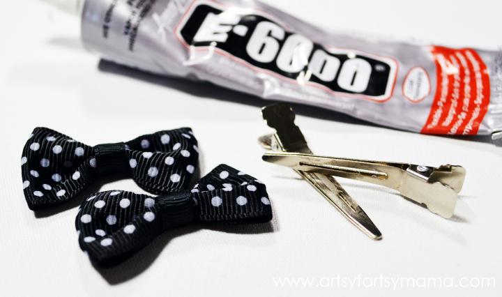 Easy DIY Hair Bows at artsyfartsymama.com #hair #bow #easyDIY