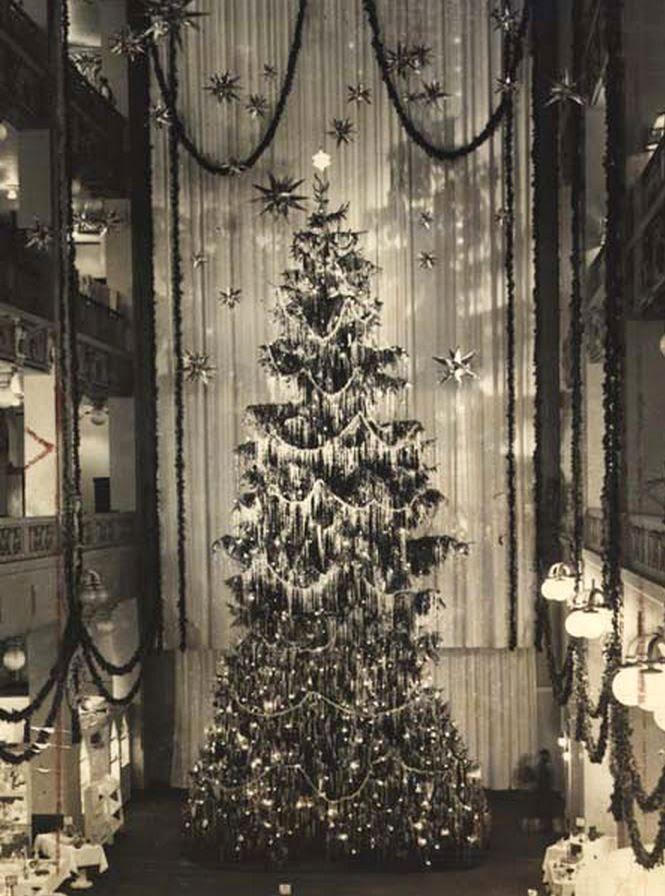 Half Pudding Half Sauce: World's Largest Indoor Christmas Tree ...