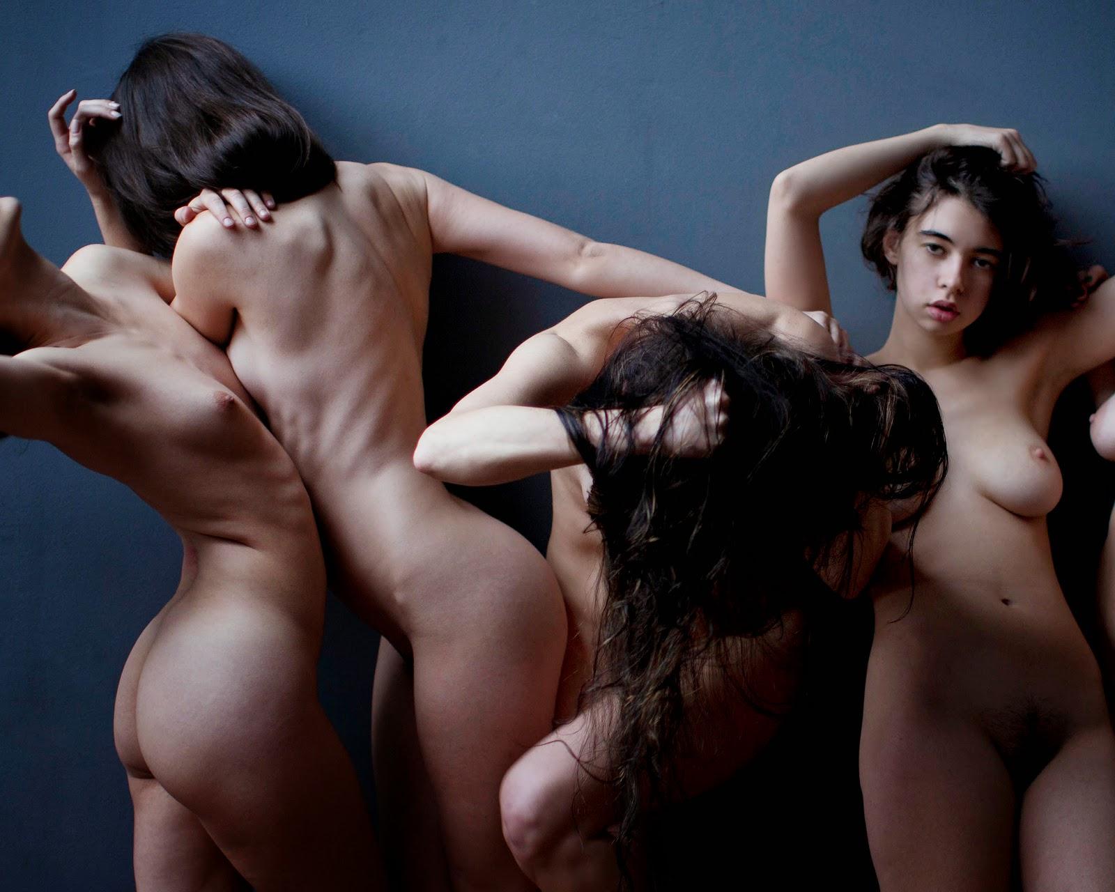 photo de nu avec 4 modèles enchevetrés