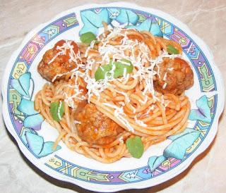 spaghete, chiftele, chiftelute, spaghete cu chiftele marinate, spaghete cu chiftele si sos, retete culinare, retete de mancare, retete cu paste, preparate din paste, paste cu sos, spaghete cu sos, chiftele cu sos si spaghete, chiftelute marinate, food,