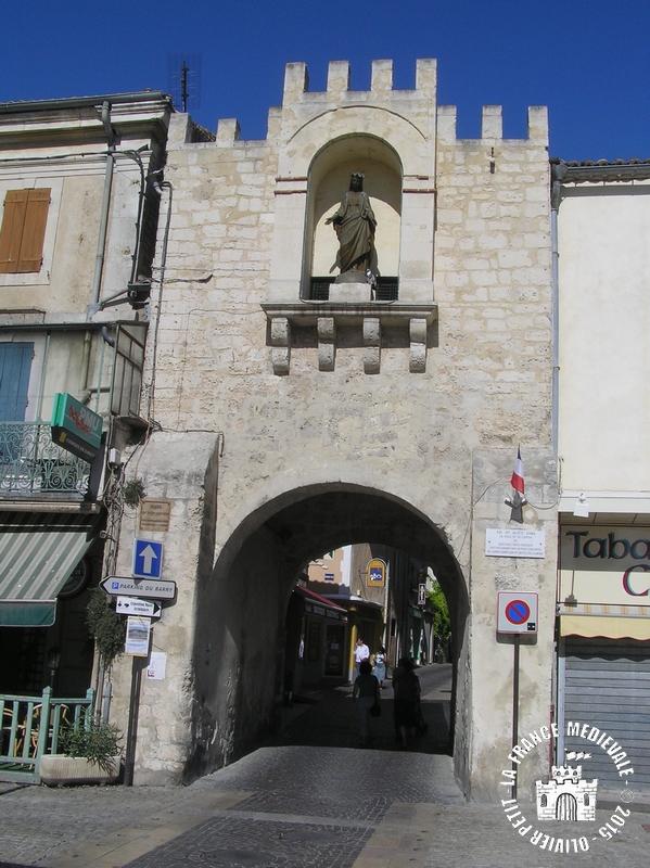 La france medievale saint paul trois chateaux 26 les - Saint paul trois chateaux piscine ...