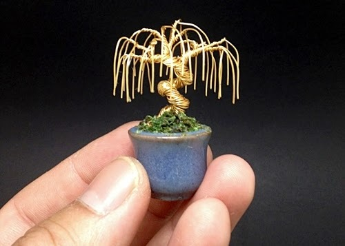 15-Ken-To-aka-KenToArt-Miniature-Wire-Bonsai-Tree-Sculptures-www-designstack-co