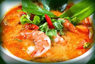 Cazuela thai con langostinos y pescado