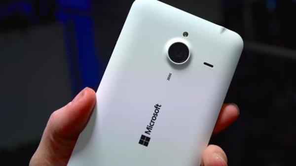 هاتف Lumia 940 XL بماسح لقزحية العين.. جديد مايكروسوفت