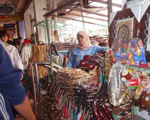 Berbelanja Di Sepanjang Jalan Malioboro