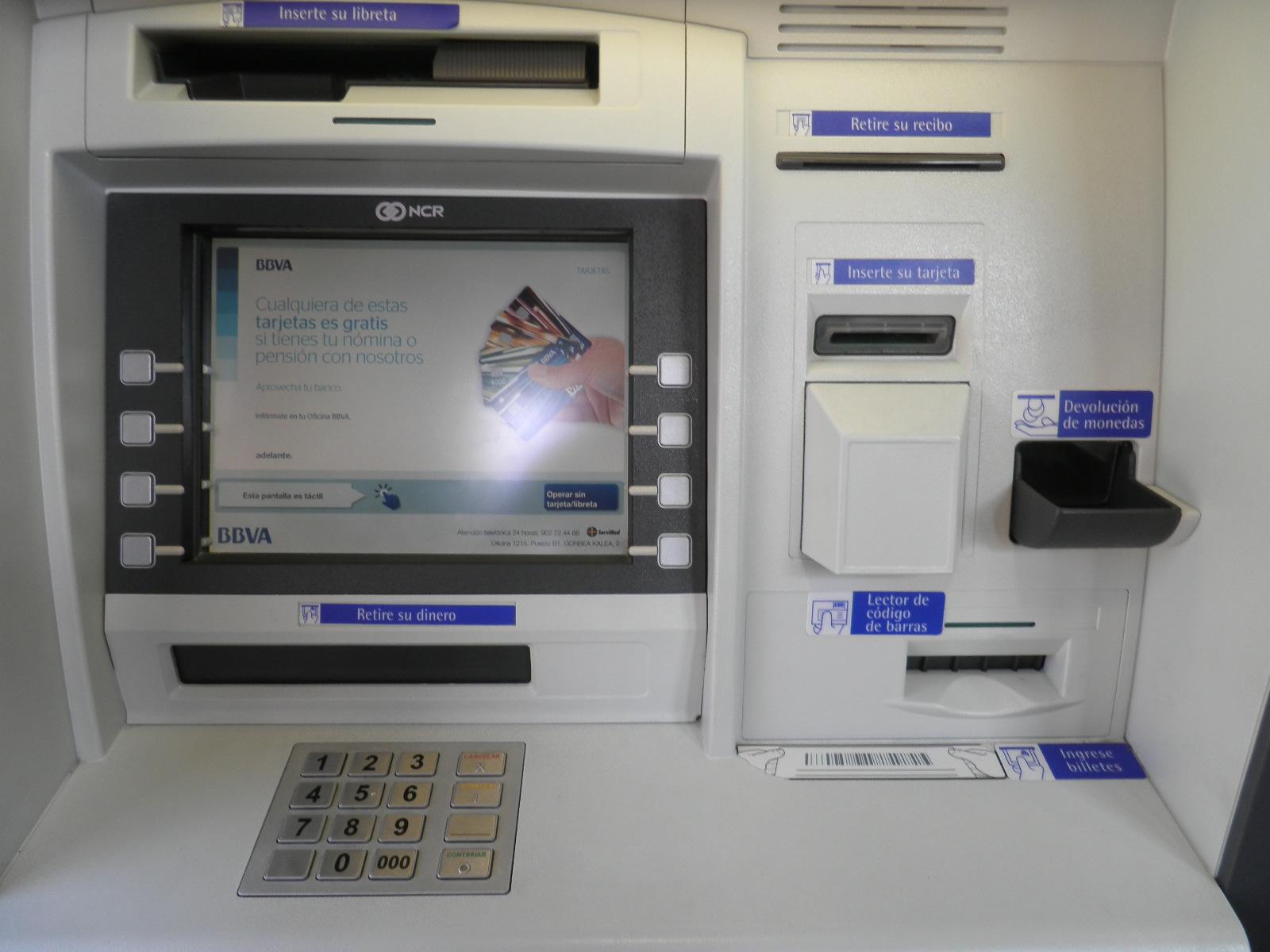 Txorierriko ziga sacando dinero en el cajero del bbva for Cajeros santander para ingresar dinero