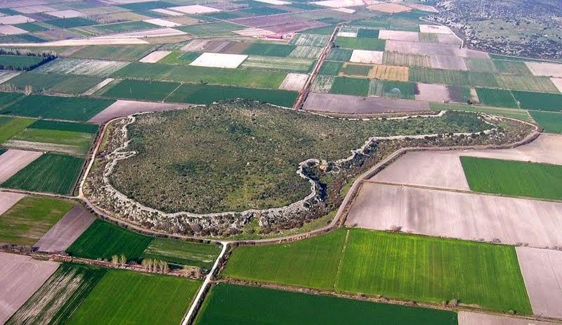 Extensive remains of vast Mycenaean citadel revealed