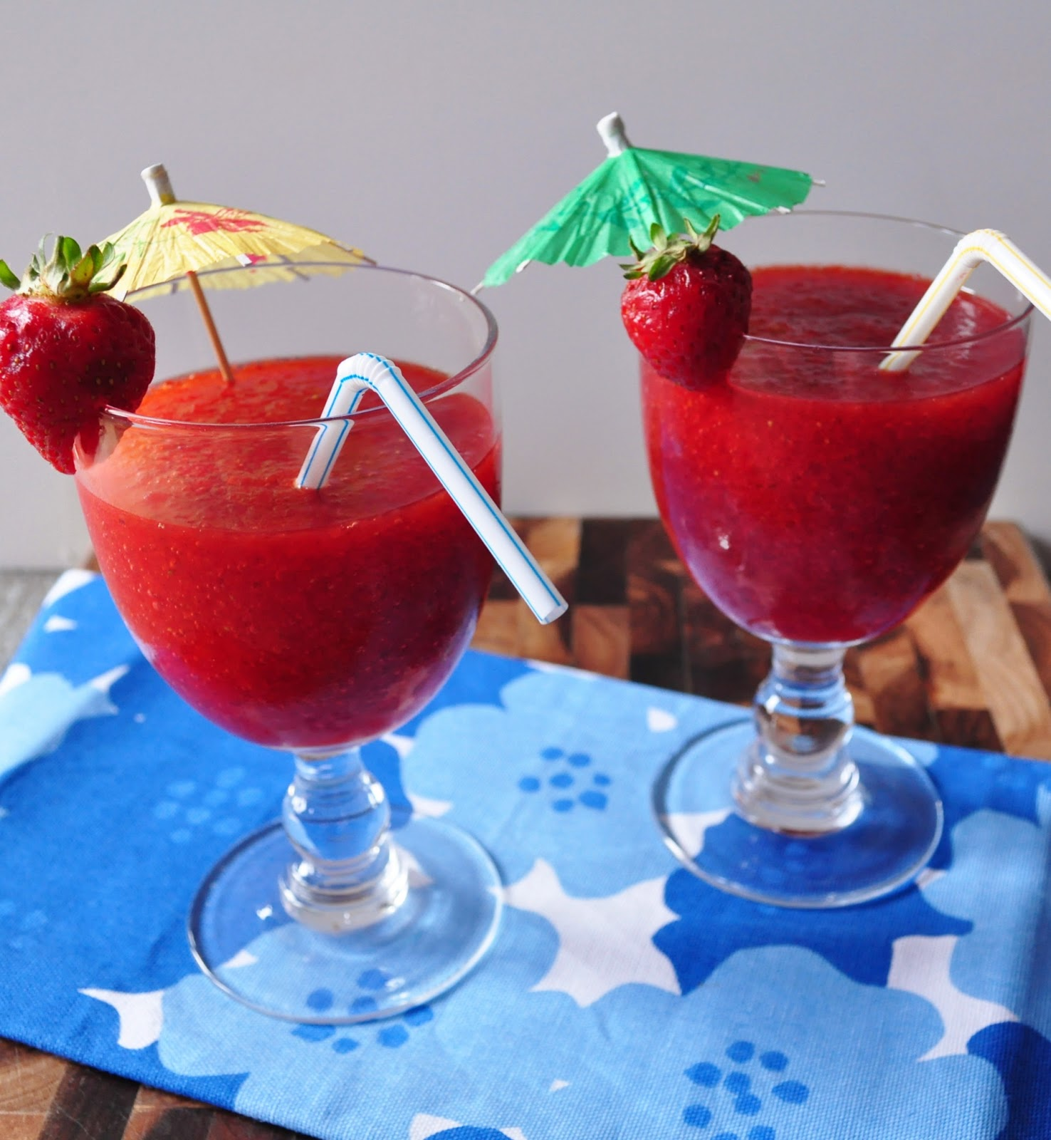 My tiny oven friday summer cocktail strawberry daiquiri for Cocktail daiquiri