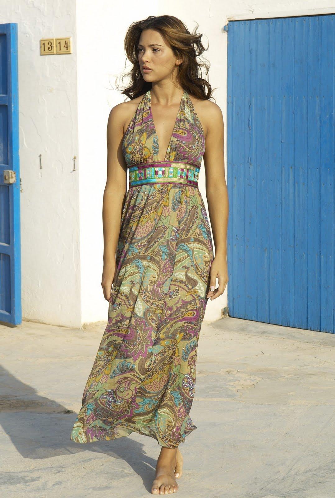 http://4.bp.blogspot.com/-sZRGSJd6YpY/TlC0VtDHYPI/AAAAAAAAEYo/05tlw3X1Oy4/s1600/Alina-Vacariu-life-style-2011-Alina-Vacariu-in-bikini-2011-fashion-trend-12.jpeg