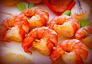Brochetas marinas con salsa de tamarindo