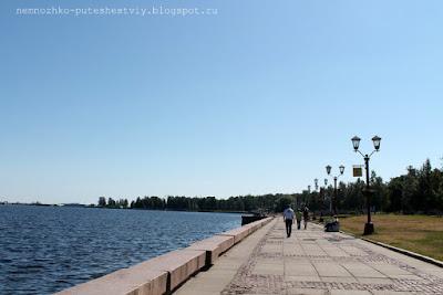 карелия, онежская набережная в петрозаводске, памятники на набережной петрозаводска, петрозаводск, россия,