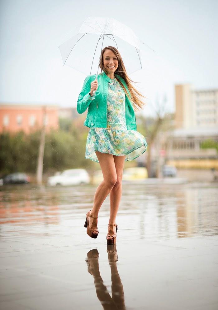 foto sotto la pioggia