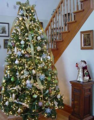 Decorating Christmas Trees With Vintage &amp; Modern Ornaments