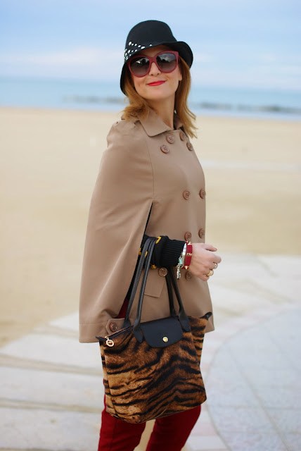Longchamp Le Pliage tigre bag, vintage style hat, Persunmall cape, Fashion and Cookies, fashion blogger