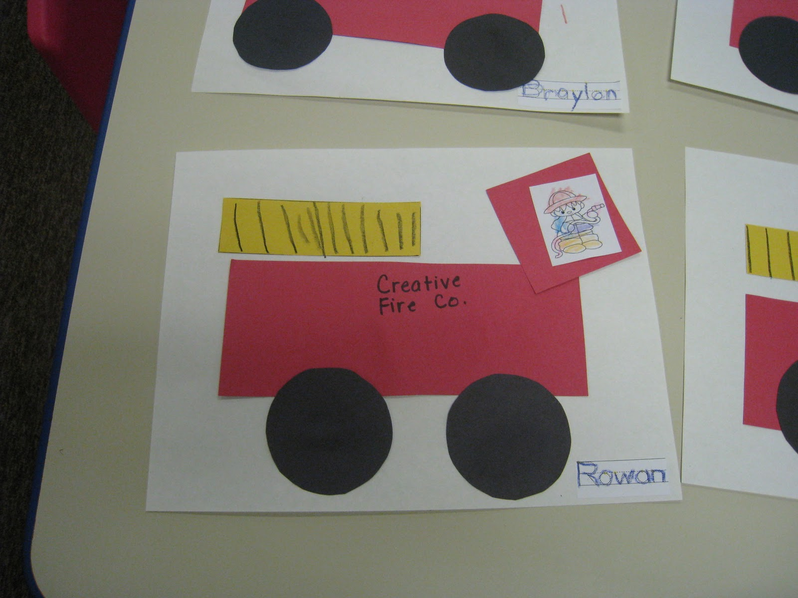 Fire Truck Craft Preschool http://mrsrussellscreativeclass.blogspot.com/2011_10_01_archive.html