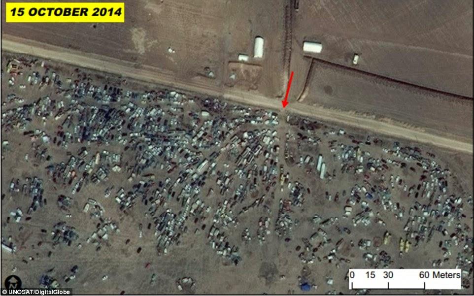 תמונת היום: רכבים נטושים במעבר גבול בין סוריה (בחלק התחתון של התמונה) לבין טורקיה באזור קובאנה (צילום: UNOSAT)