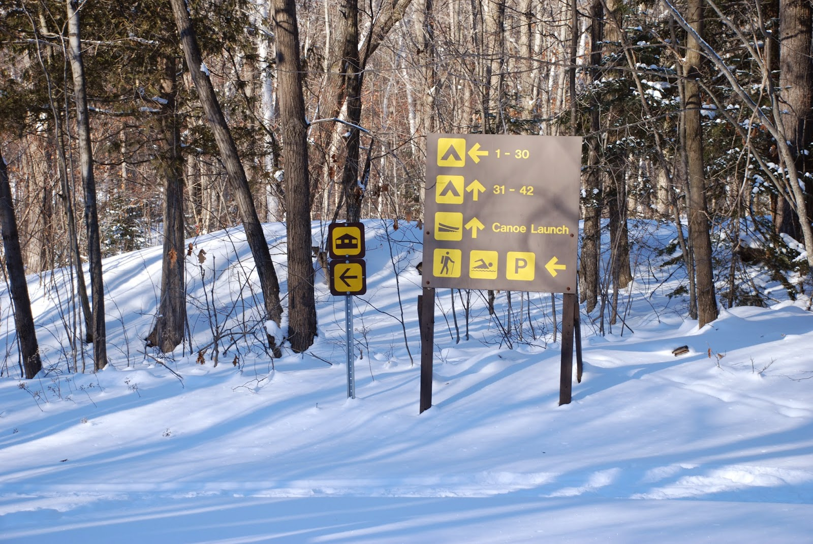 Direction signs in Killarney Provincial PArk