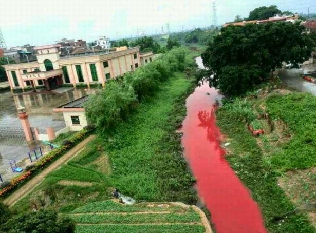 Huizhou China  city pictures gallery : Rio Huizhou en China se vuelve rojo sangre después de una tormenta ...
