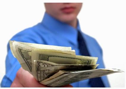 Pertarungan suku bunga untuk memberi pinjaman 449% gaji anda
