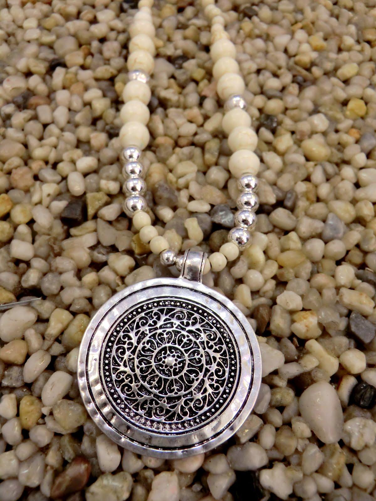 Fortsätter lite på accessoarbiten och visar er fler fina nya smycken från  DIDDi. d79275af57f02