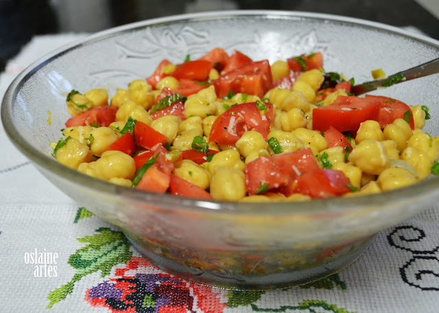 Salada de Grão de Bico com Tomate