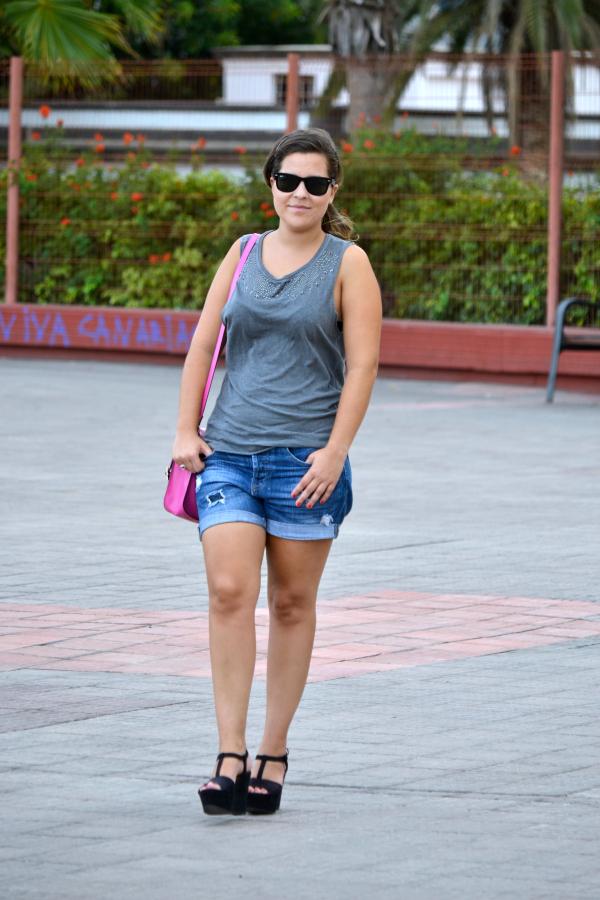Look_outfit_color_rosa_bolso_satchel_misako_cuñas_negras_Zara_rayban_nudelolablog_05