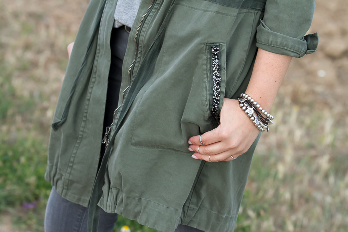Detalle bolsillo parka con cristales de Swarovski de Grup MK