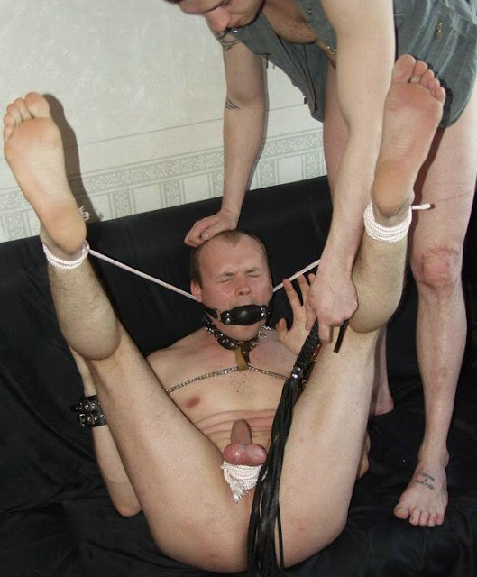 видео мужчины принудительное унижение