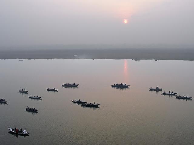 Le Gange au lever du soleil