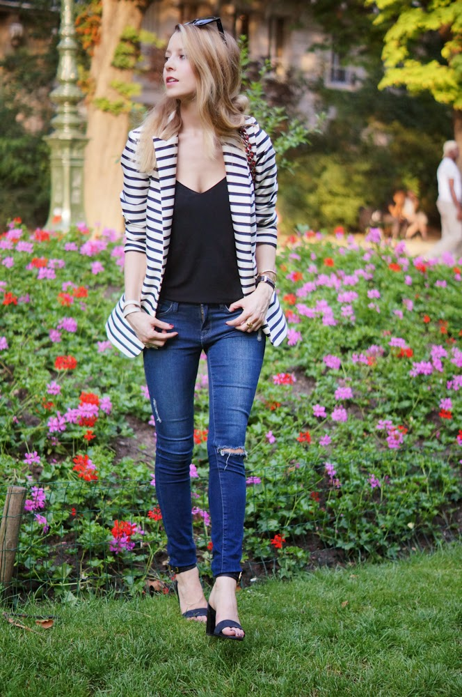 &otherstories, frame denim, chloé, chanel, ripped jeans, flowers, parisienne, streetstyle, outfit, look du jour, fashion blogger