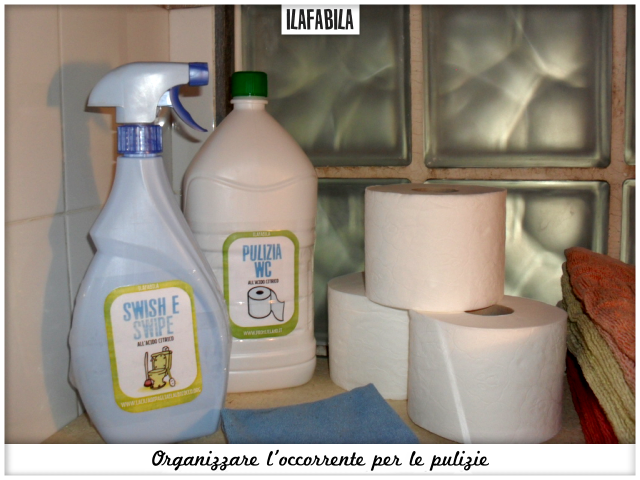 Organizzare l'occorrente per le pulizie - Bagno Piccolo