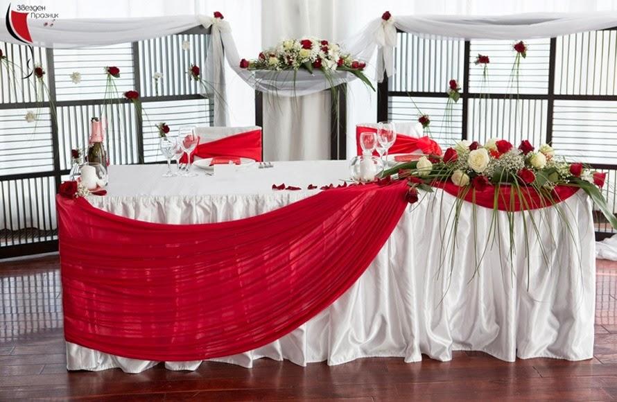 декорация на билчинска маса в червено и бяло с червени рози