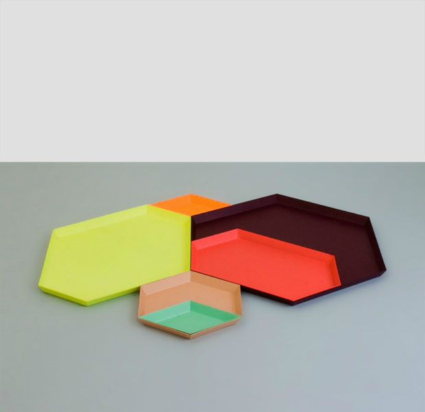 Clara von Zweigbergk ,diseño,hay,design,illustrator,estocolmo,Danish,Swedish,steel,geometric ,tray,bandeja