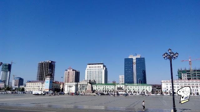 Chinggis Khaan Square (formally Sukhbaatar Square)