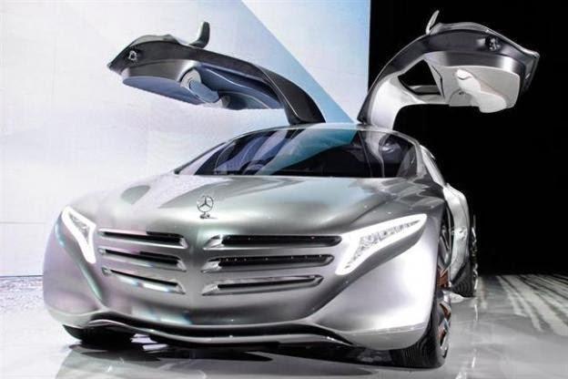A Mercedes Benz e a Ford, querem tecnologia do futuro para seus carros. Google e a Apple disputam para ficar à frente dessa nova tecnologia...