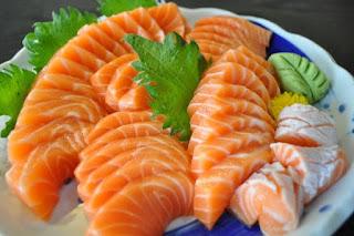 Cá hồi giúp tăng cường lượng collagen mang lại cho da vẻ tươi trẻ