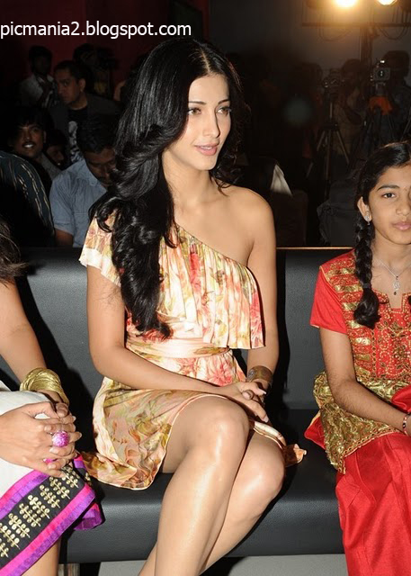 Shruti Haasan exposing hot thigh and hot panty and bikini cleavage navel image in party