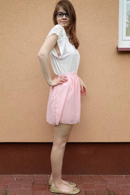 OOTD: Różowa, szyfonowa spódniczka+ kimono w w kwiaty :*