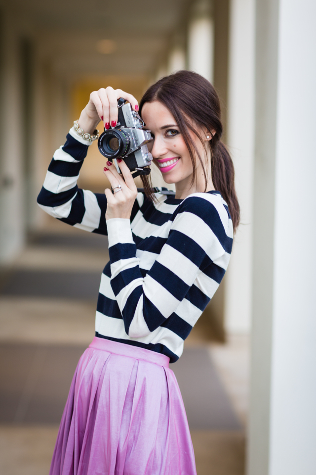 black and white sweater with vintage camera via M Loves M @marmar