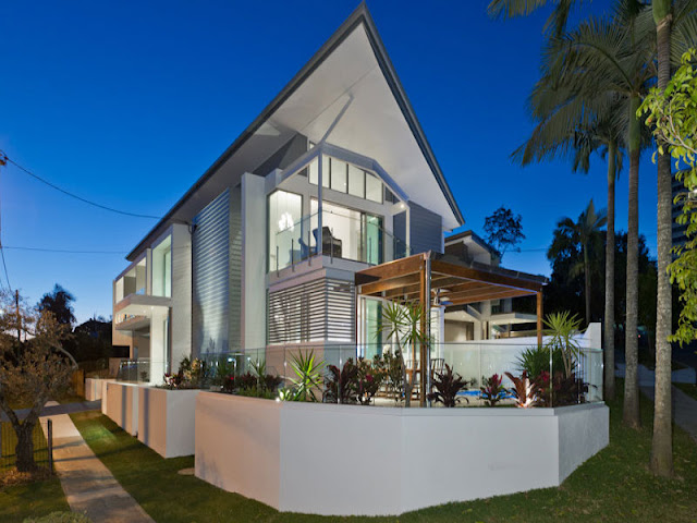 Photo of modern contemporary home at sunset in Brisbane, Australia