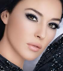 Makeup brown eyes and dark skin 1