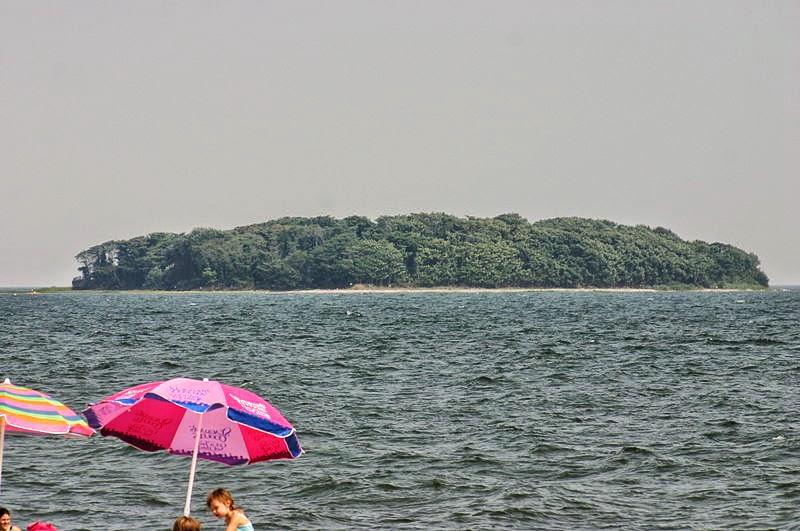 Charles_Island