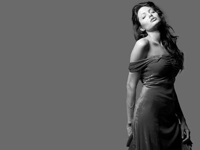 http://4.bp.blogspot.com/-scSJNeWQYlE/UFwaUVsGBmI/AAAAAAAAAKg/4Z6eT_-ydBg/s640/Black+Angelina+Jolie+Wallpaper.jpg