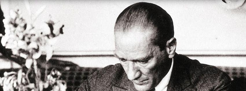 Atatürk çalışma odasında kapak resimleri