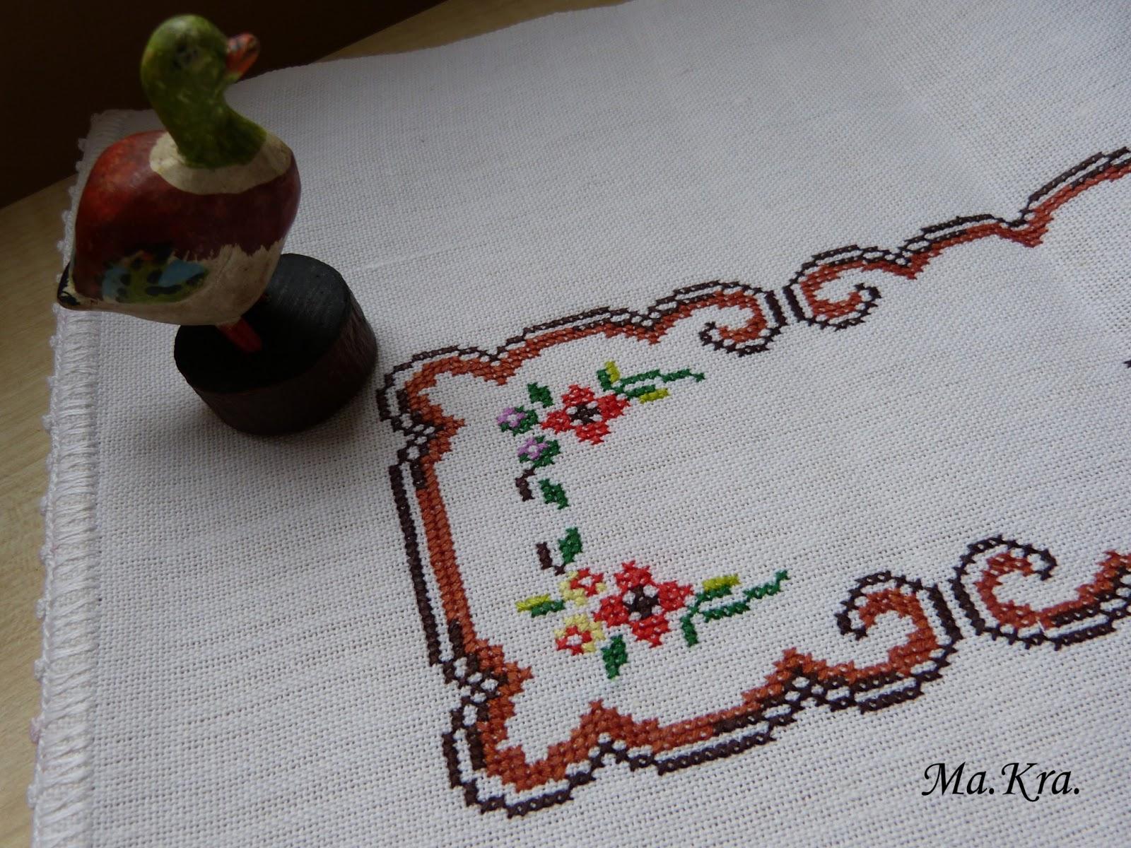 haft krzyżykiem