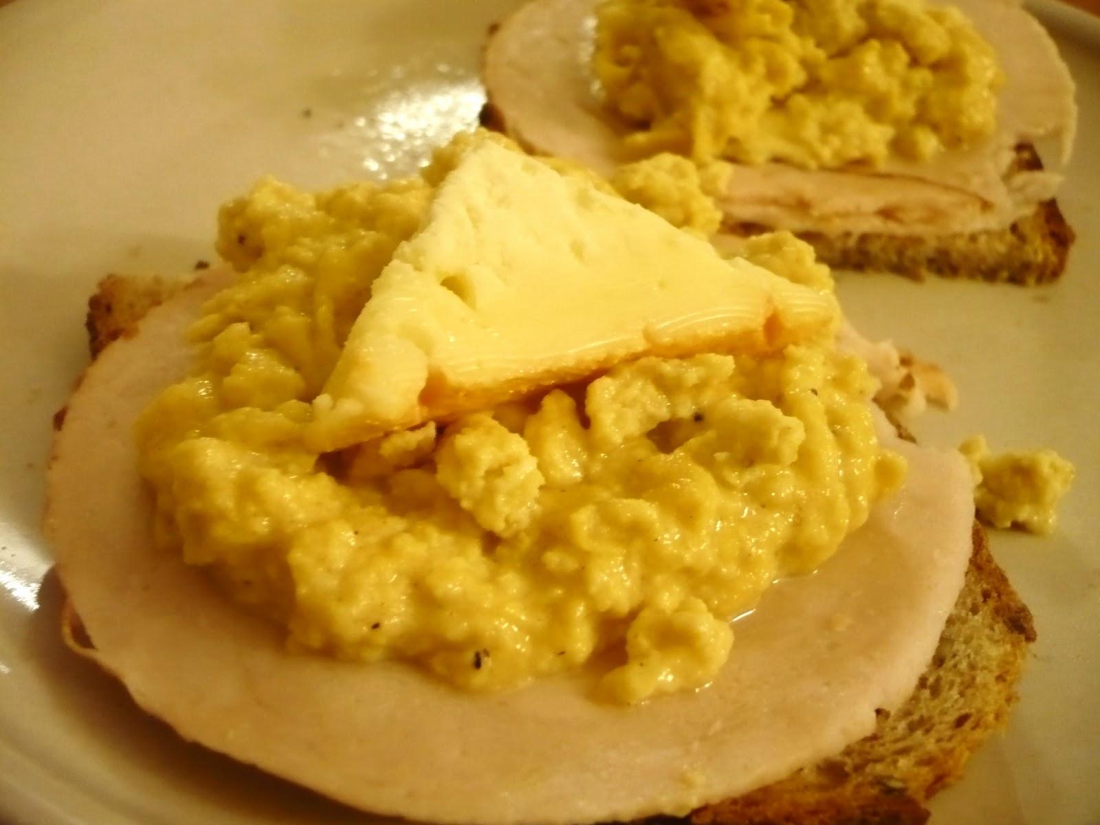 Celle qui cuisinait ou le plaisir de cuisiner toasts aux oeufs brouill s moutarde fromage de - Quantite de fromage par personne ...