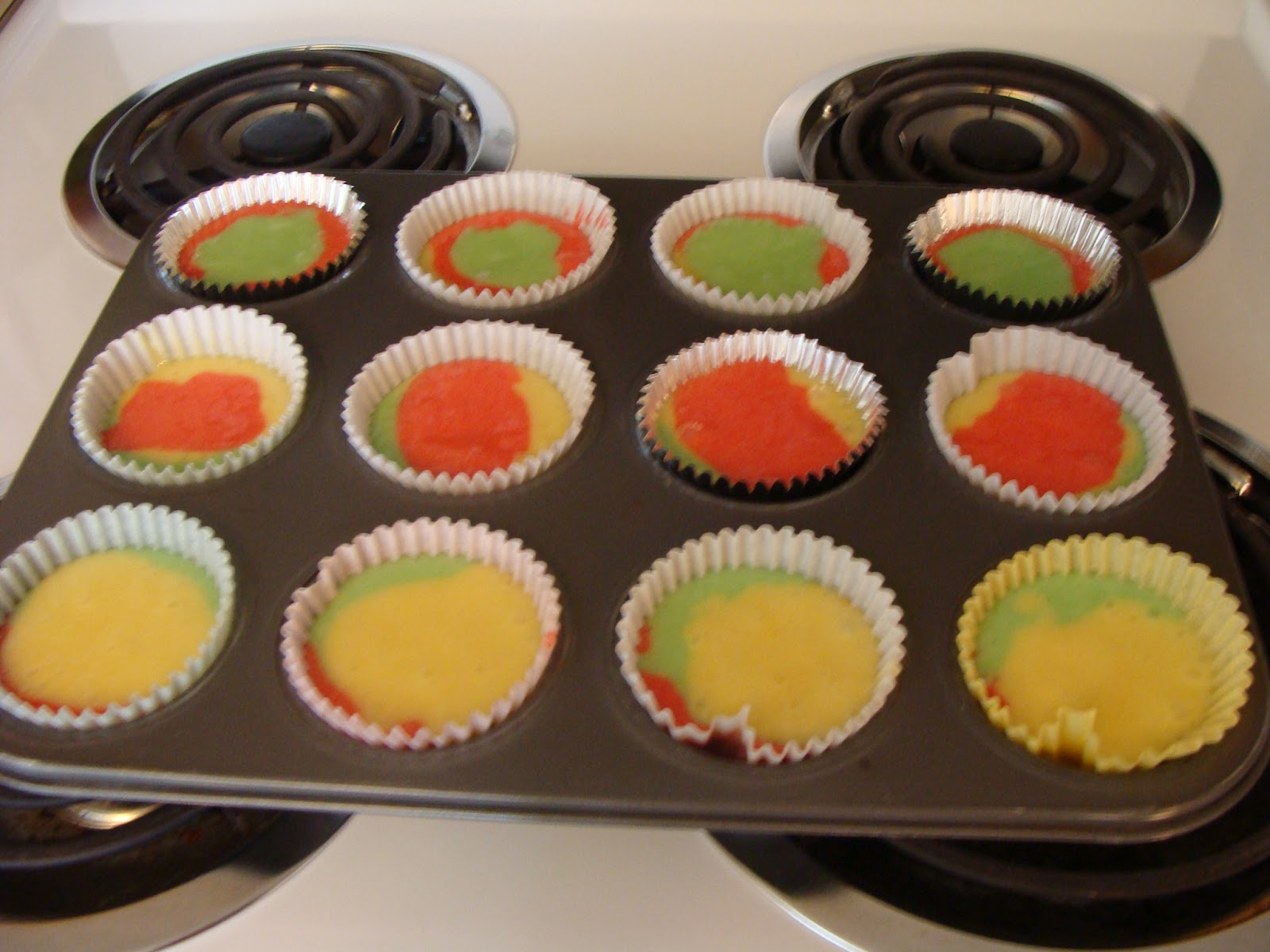 Tie-Dye Fruity Cupcakes Recipe | Bits of Everything