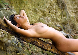 Nude Selfie - feminax-sexy-hanna-naked-in-the-river-07-714885.jpg